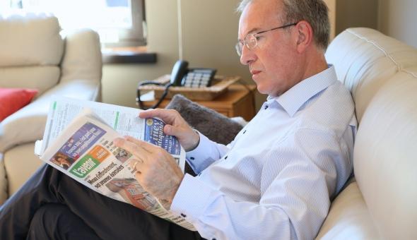 Marc Elsen lisant Le Jour